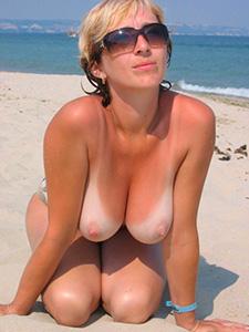 Голая жены на пляже подборка фото