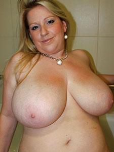 Женщины показывают свои большие сиськи