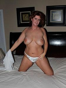 Зрелая дама в теле с прекрасной грудью
