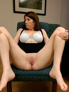 Голые женщины раздвигают ноги