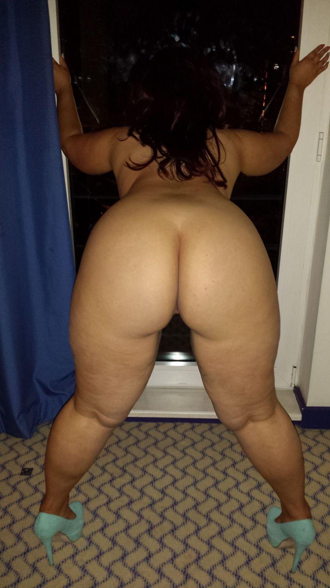 фото пышек голые задницы