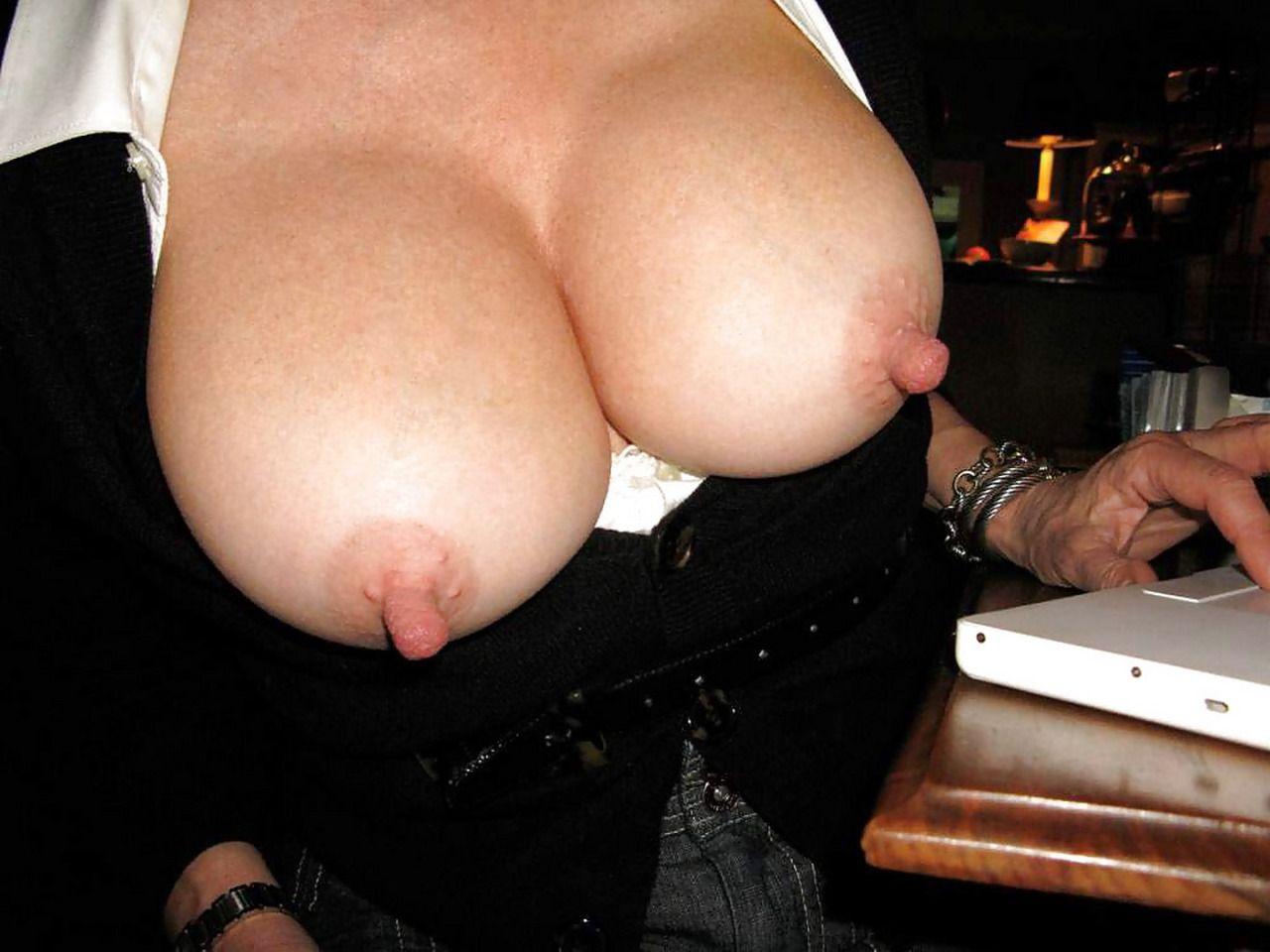 Торчащий сосок на груди, Фото голых торчащих сосков секси девушек 1 фотография