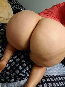Большие белые задницы голых женщин