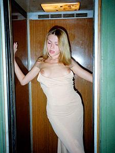 Старые откровенные фото стройной блондинки