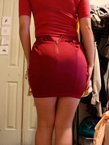 Горячая сучка сняла юбку и трусики