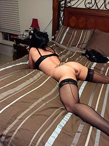 Голая жена нимфоманка в чулках частное порно фото