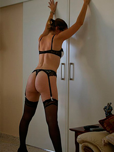 Муж делает интимные фото голой жены