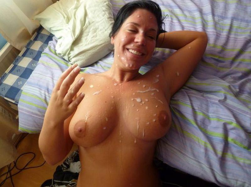 сперма на лице и груди красотки фото